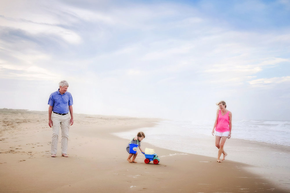documentary-beach-session-extended-family-virginia-beach-melissa-bliss-photography.jpg