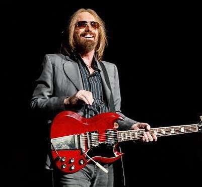 This Friday night the 13th at 7pm sharp at The Cutting Room in Manhattan, we will be playing a special tribute to Tom Petty and donating all of our proceeds from the show to Puerto Rico. Tix are sold at the door which opens at 6pm. See you there! @cuttingroomnyc @cflare88 @thebradcorona @noahnielsen @jakefla45 @cosmiccoronas @cegpresents #rockconcert #puertorico #nyc