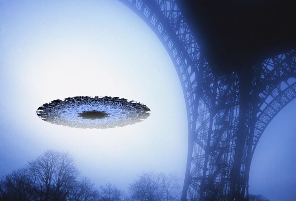 EIFFEL TOWER UFO