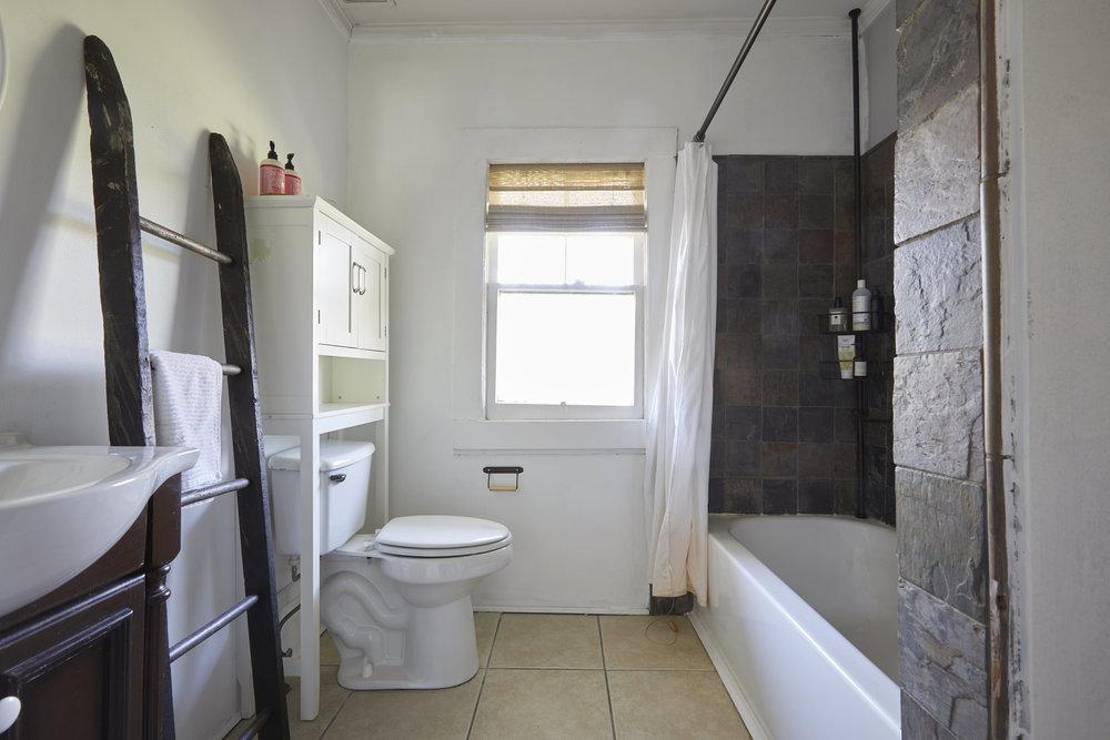 BathroomMakeover01.jpg