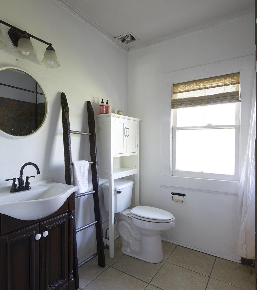 BathroomMakeover05.jpg