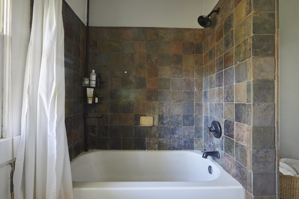 BathroomMakeover11.jpg