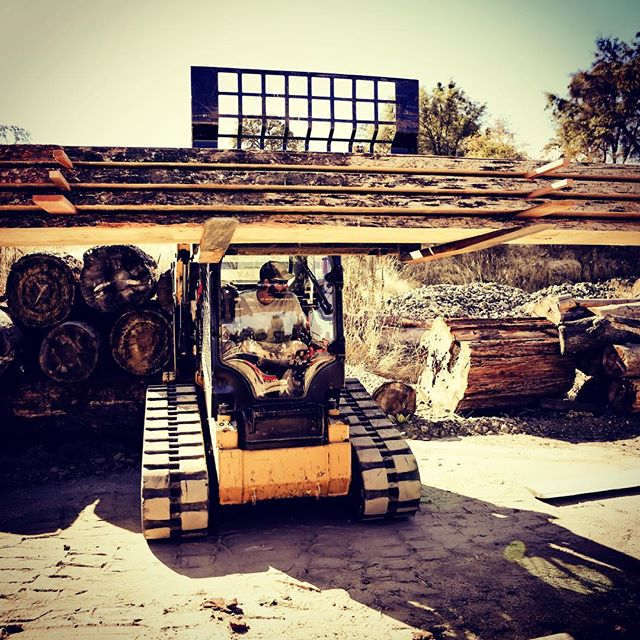 #stackemhigh #murphyswoodworks #cat #woodmizer #pineslabs #bluestainpine
