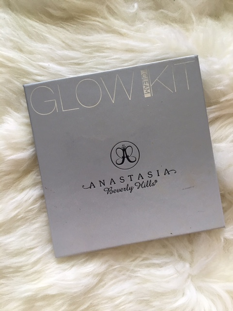 This Anastasia Glow Kit is very well loved (thanks Ellen). A lot of people have been asking me what highlighter or blush I use and this kit is the only thing that's been on my face for the past two months.