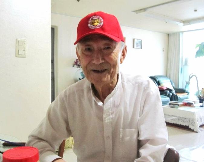 Grandpa Kim proudly rocking my Cahuenga Elementary School staff cap. J: Halahbuji, ca-hoo-eng-ah chodeung hakyo (elementary school). GK: OK, ca-hoon-gah chodeung hakyo.