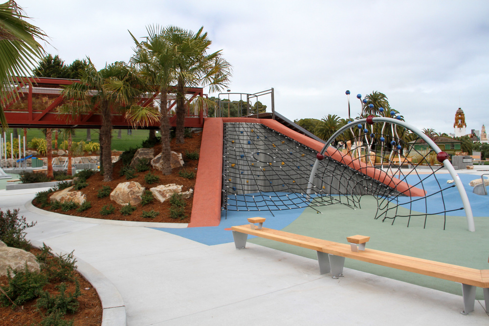 Benches, Bridge, Mound, Playstructure, Planting