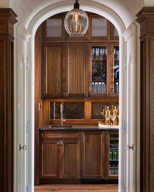 Beauty, functionality, and desirability #butlerspantry #entertain #customcabinetry | Featured by @traditionalhome | Photo by @nicknovelli