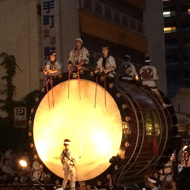 Jamais vu de tambour aussi énorme !!!