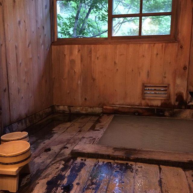 Spa à la japonaise... bain soufré à l'eau laiteuse directement issue des sources d'eau chaude de la montagne... #spajaponais #onsentohoku