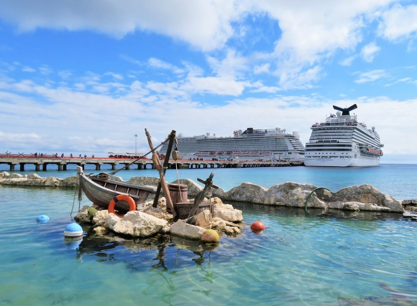 Cruise ships dock in Costa Maya