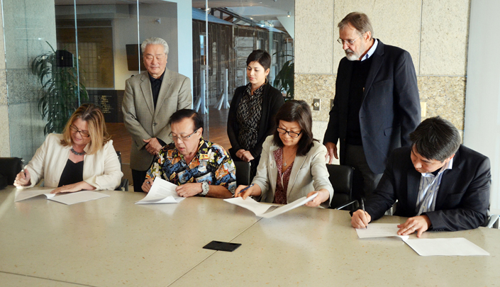 Consortium stakeholders sign a memorandum of understanding. From left: JANM President/CEO Ann Burroughs, JANM board member Harvey Yamagata, Friends of Minidoka Chair Alan Momohara, Friends of Minidoka Executive Director Mia Russell, Heart Mountain Wyoming Foundation Chair Shirley Ann Higuchi, HMWF Vice Chair Doug Nelson, JACL Executive Director David Inoue.