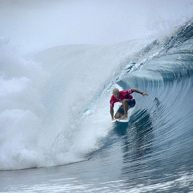This guy... At 44 years of age @kellyslater takes the win over heavy favorite @john_john_florence at the #billabongprotahiti. Simply incredible.  #surf #surfer #surfing #surfboard #billabong #tahiti #teahupoo #wsl #kellyslater #johnjohnflorence #jj #wave #ocean #sea #star #legend #gabrielmedina #medina #2016 #winner