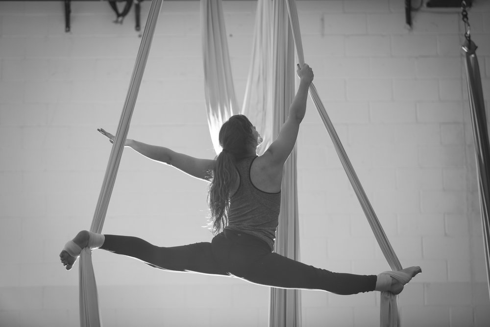 Aerial_Silks_Classes