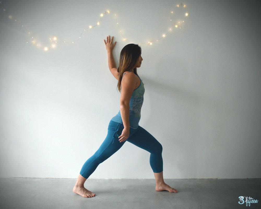 30Fifteen-studio-yoga-crescent-lunge
