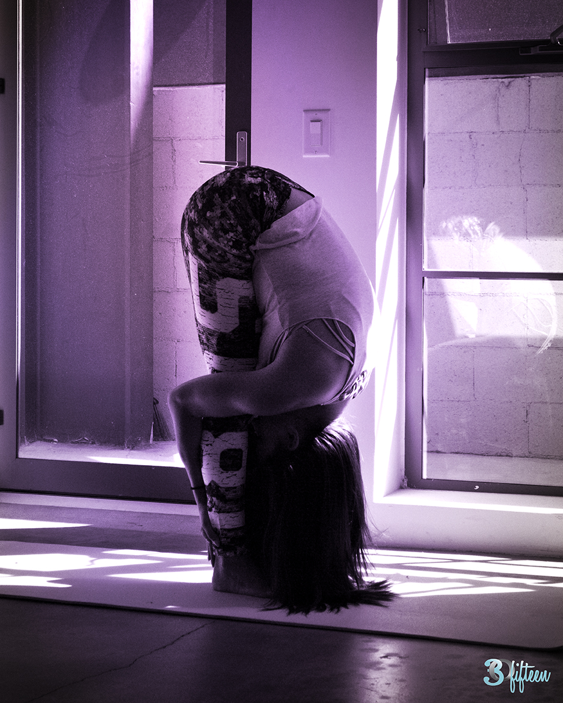 30Fifteen-yoga-pose-forward-bend