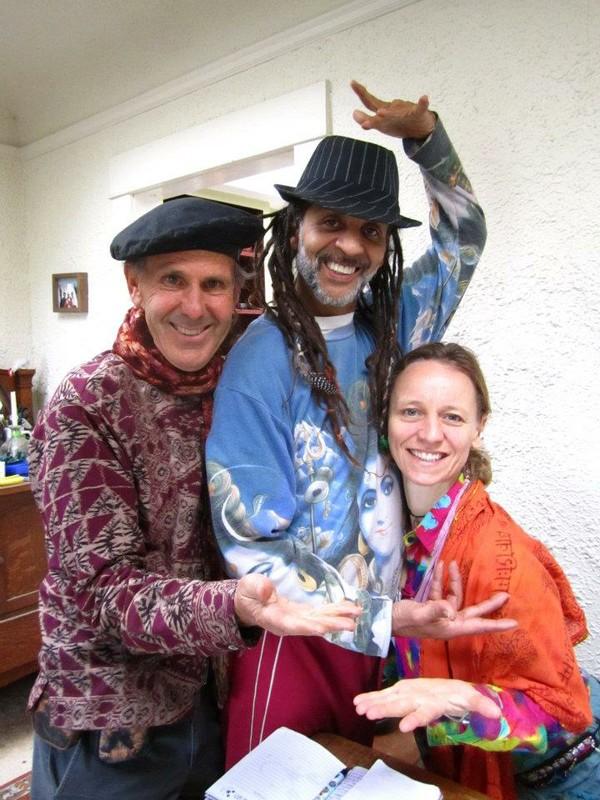 Fantuzzi, Zubin (original tie-dye) and Kat, Ventura Nov 2011.jpg