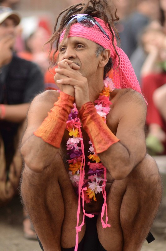 Fantuzzi watching Kat Dancing at Landjuweel 2012.jpg