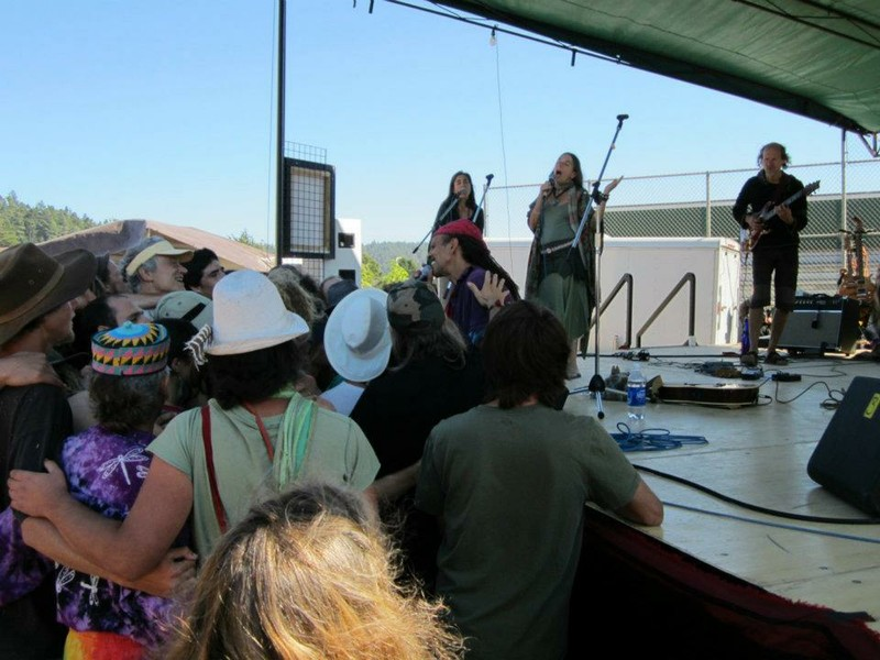 Fantuzzi with the crowd at Mendocino Rejuvenation Festival.jpg