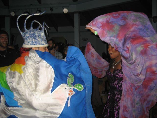 Fantuzzi dancing, Maui 11-11-11.jpg