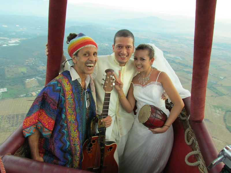 Fantuzzi the wedding official, hot air balloon, Thailand 2010.jpg