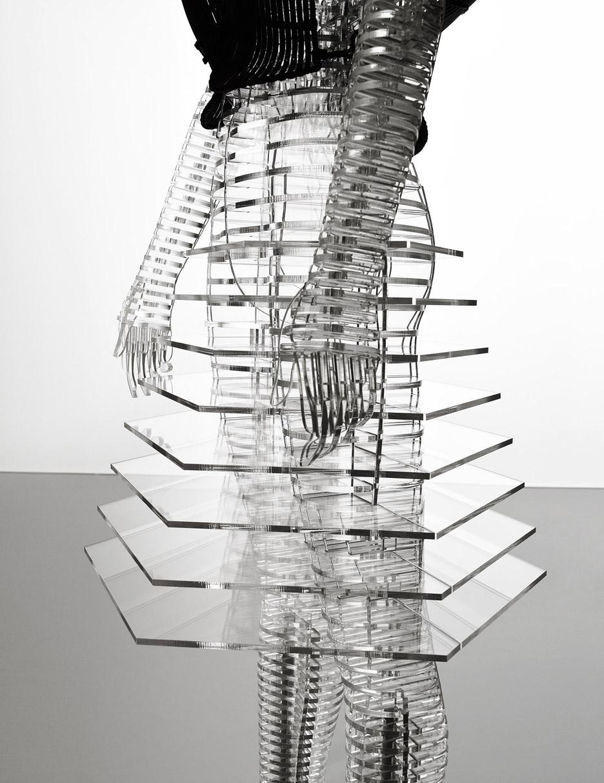 tokujin-yoshioka-issey-miyake-exhibition-tokyp-japantransparent-body-installation-.jpg