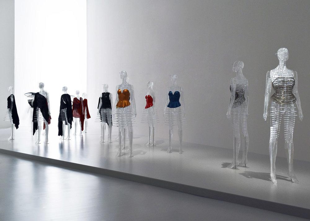tokujin-yoshioka-issey-miyake-exhibition-transparent-body-installation4.jpg