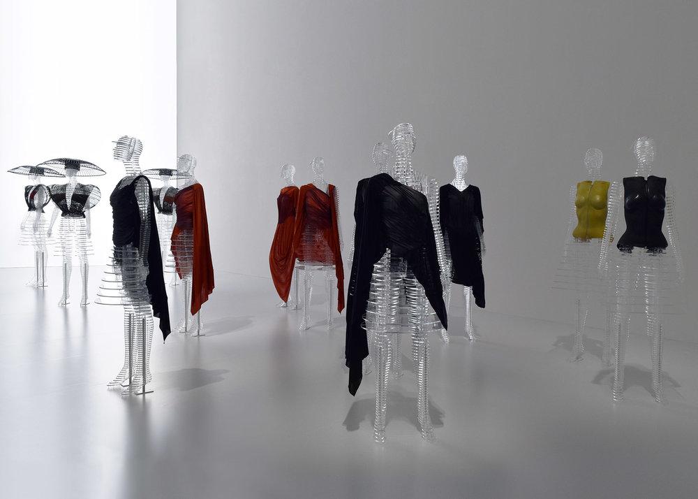 tokujin-yoshioka-issey-miyake-transparent-body-installation3.jpg