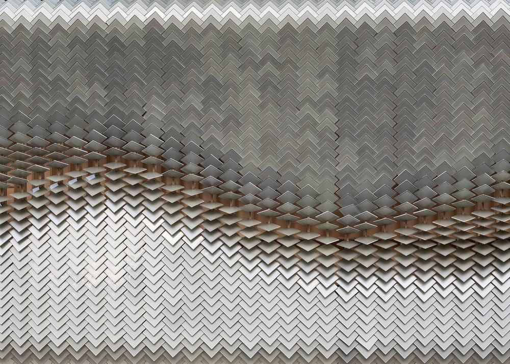 giles-miller-studio-installation-glass-tiles-scales-wayfinding-sculpture-clerkenwell-design-week-2016_dezeen_1568_16.jpg