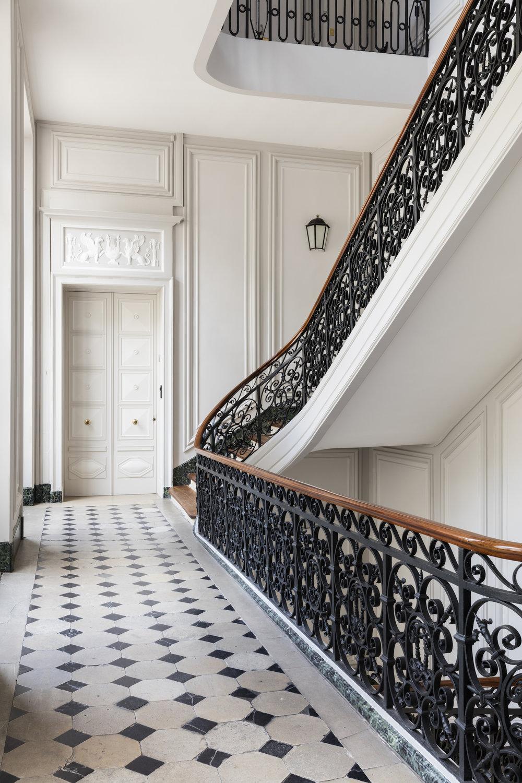 Sophie Dries Architect- rue de Luniversite 75007_00 straircase HD©StephanJulliard.jpg