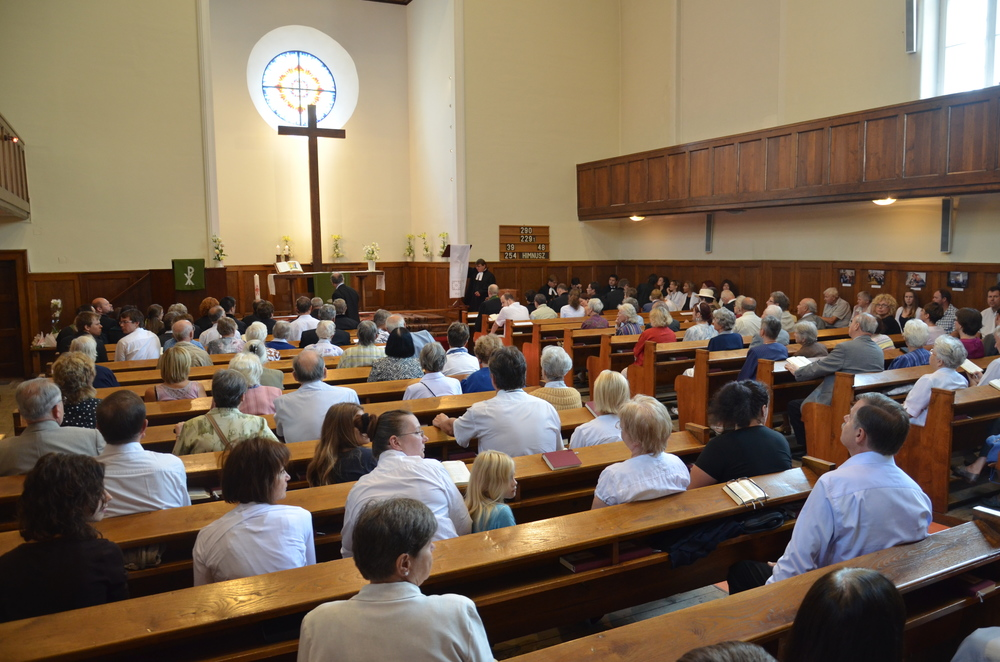 Istentiszteletek Gyülekezetünkben