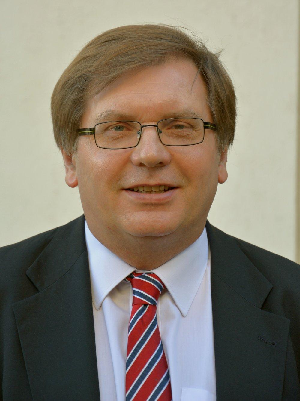 Dr. Fabiny Tamás püspök