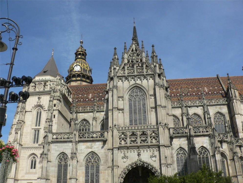 Öt éve szervezi a Budavári Egyházközség a Reformáció forrásvidékein című kirándulás-sorozatot. Ebben az évben a felvidéki kirándulássorán a felsőmagyaroszági városokat látogattuk végig,. Akirándulás tartalmi főszervezője Czenthe Miklós, az EOL igazgatója a gyülekezet presbitere volt. AZ ő leírását tesszük most közzé