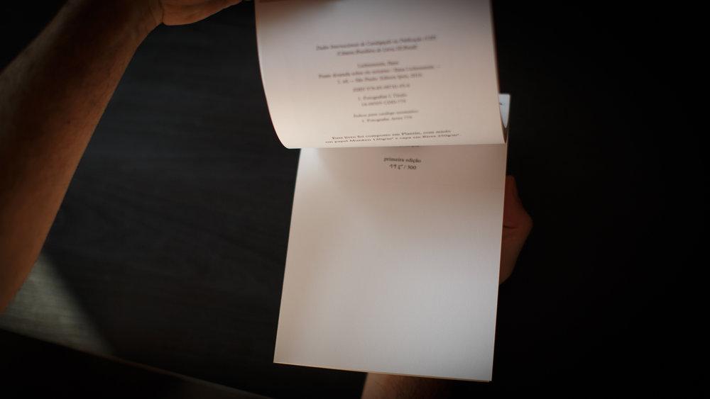 livro_ponte_dourada_sobre_rio_noturno-3.jpg