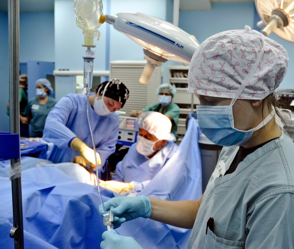 surgery-79584_1920.jpg