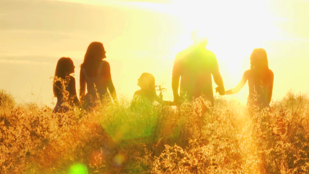 children-love-caucasian-family-parents-three-daughters-togetherness-happy-outdoors-sunrise-silhouette-playtime-lifestyle-slow-motion_42xehsh-8e__F0000.png