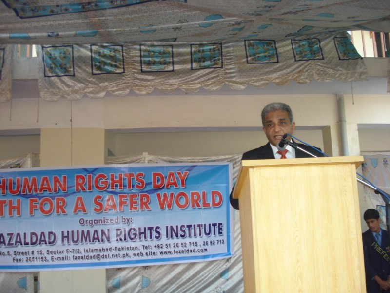 Mr. Naeem Sarfraz Chairman Fazaldad Human Rights Institute addressing students of Fazaldad Human Rights Institute [800x600_.jpg