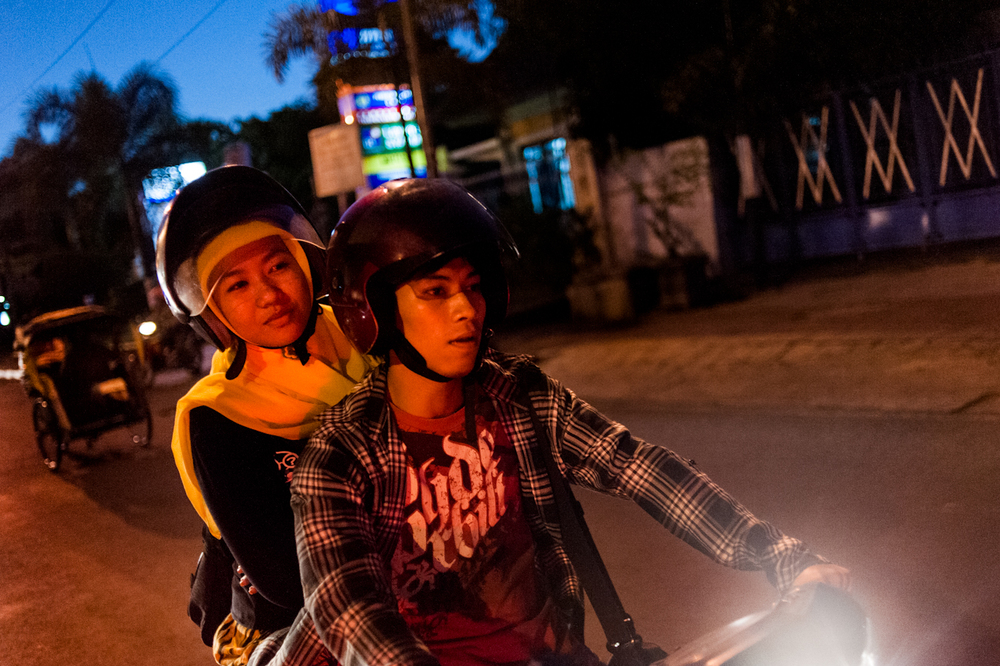 Zuna and Muiz slow down for a stoplight while making their way back into Yogyakarta from doing PMII affiliated work in Kepuhan, a small village southwest of the city.