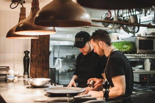 Chez Rioux & Pettigrew - 10 nouveaux restos qui renouvellent l'offre gastronomique de QuébecHuffington Post Québec / April 2017