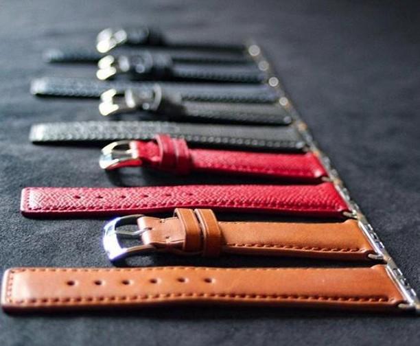 De la conception à la réalisation, les bracelets et les bracelets-montres de @diametris incarnent la sophistication.⌚️ Découvrez leurs accessoires de cuir au Marché d'Antoine! 🎄