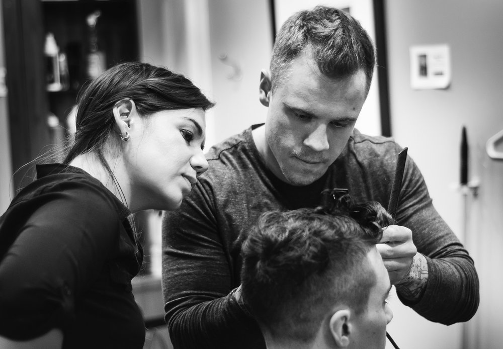 Shayla giving a mens tapered haircut