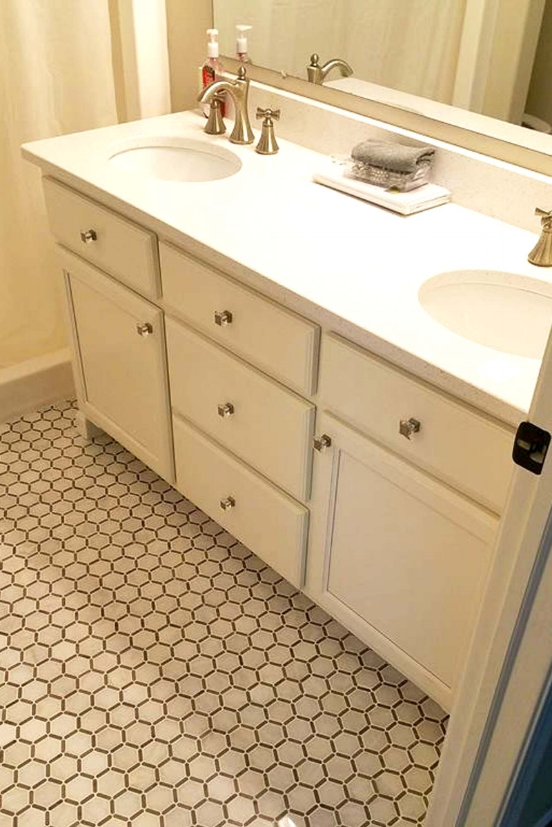 A classic octagon-shaped tile for a bathroom