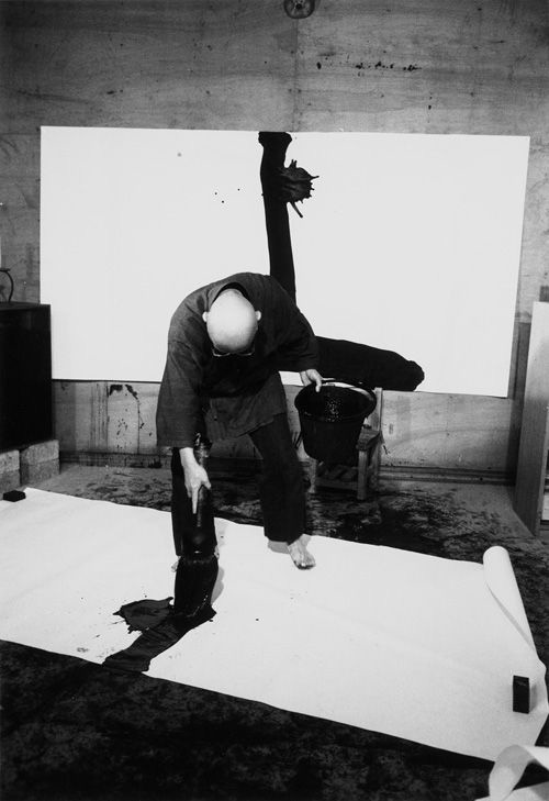 Inoue Yûichi in his studio, 1984, Photo - Itô Tokio Mehr