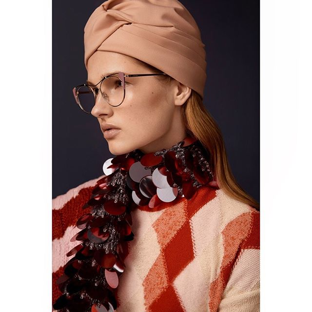 New shoot for @accessoryvoguevanity @luxottica 💕 . . #styling @cleocasini #hmua @karinborromeo @wmmanagement #assistant @alexingramphoto #milan #italy #vogue #vanityfair #magaccessory #luxottica #eyewear #beauty #portrait #canon #photographer #carlaguler #fashion