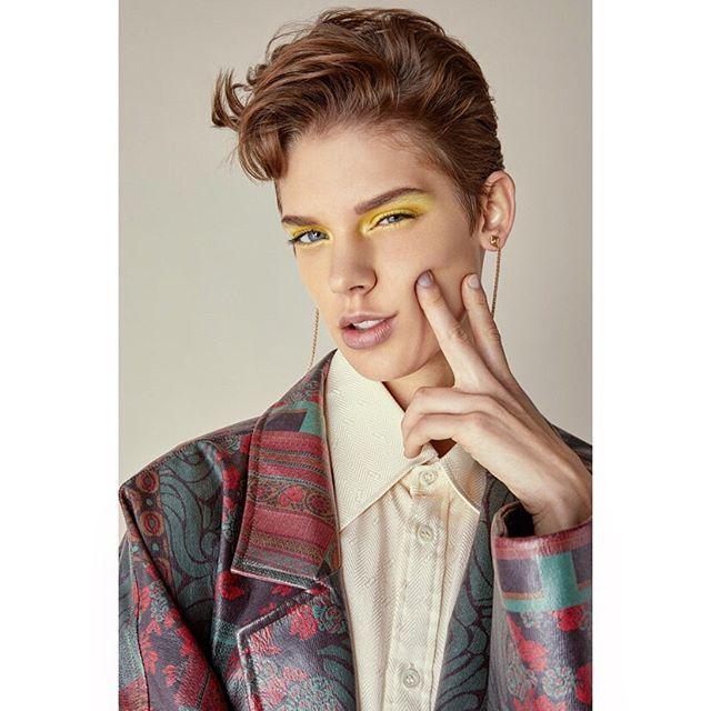 Lemon eyes 🍋 on @veerle.louise . #styling @carlosmangubat #makeup @kamilaforini #hair @paulpercivalhair @smashboxstudiolondon #studio #fashion #photographer #carlaguler #newwork #outnow #ss