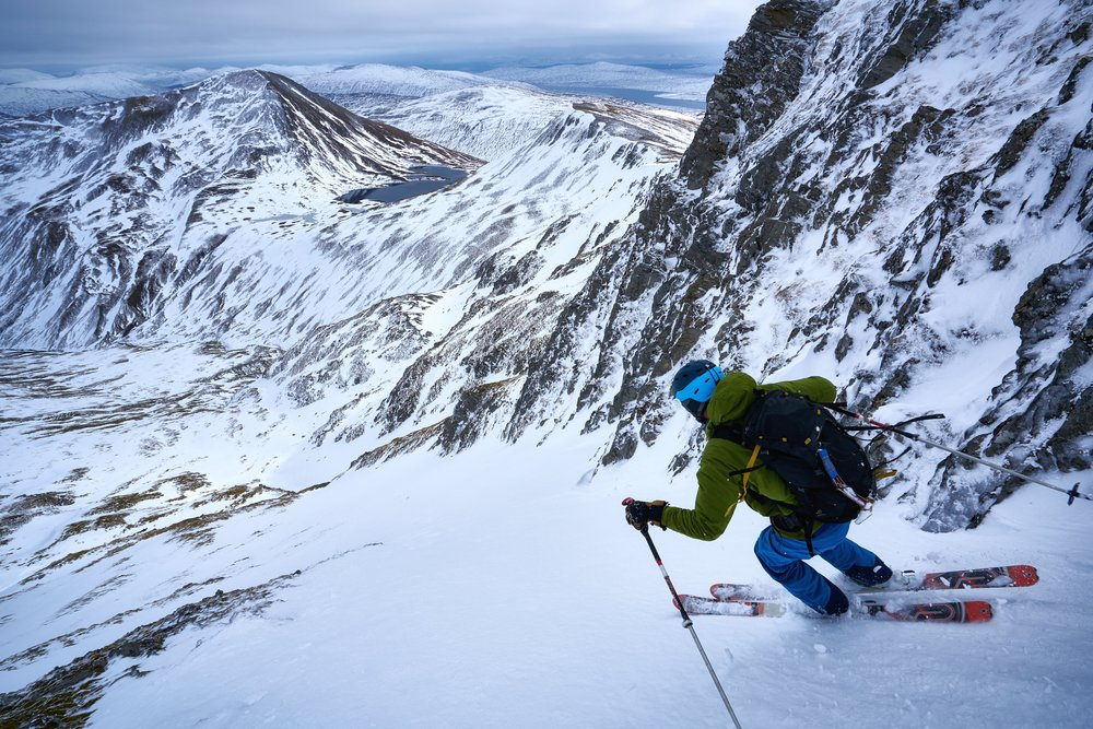 Tom skiing the eastern bowl of Binnein Mor.