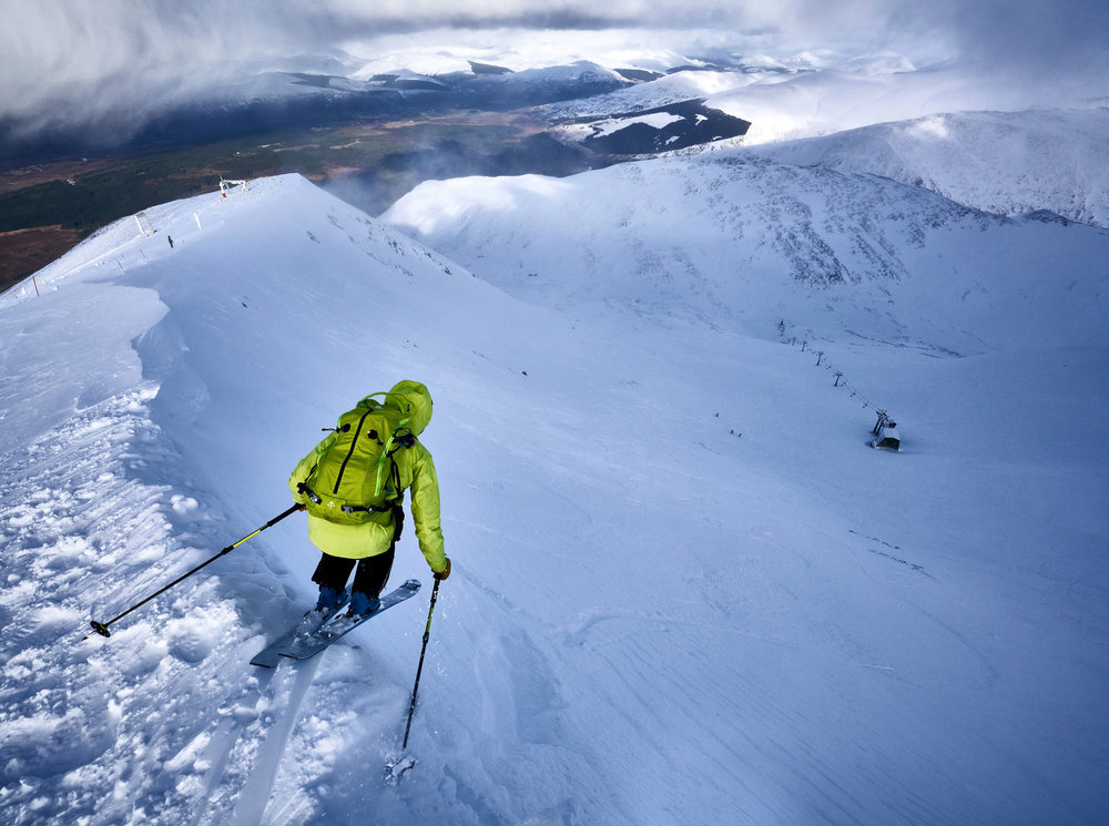 Dave Searle dropping into the back bowls of Aonach Mor