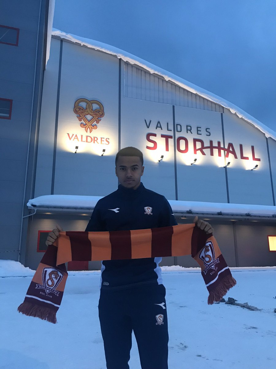 Signing for Valdres FK, where a scarf is definitely needed!