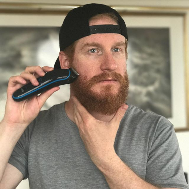 Scruffy or full beard? Whichever you prefer, having an effective and easy to use product is the first step. I recommend Braun MGK3080 9in 1 Kit to tame yourself this summer #braungrooming @brauntrr #ad