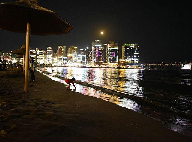 When life imitates art  #Busan #Korea . . . . . . #nightphotography#beach #neonlights  #beautifulmatters #neverstopexploring  #wonderful_places #tv_pointofview #awesomepix #places_wow #exklusive_shot #stayandwander #folkgood #iamatraveler #thecreatorclass #adventureisouthere #letsgosomewhere #beautifuldestinations #living_europe #fradonoinkorea