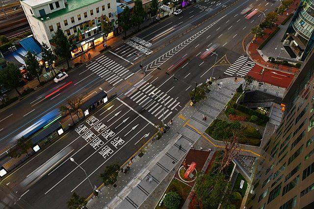 The streets of Seoul . . . . . . #streetscene #travellerslife #traveldeeper #ladolcevita #beautifulplaces #seetheworld #travelphotographer #girlslovetravel #traveladdict #travelblogger #welltraveled #wearetravelgirls #fradonoinseoul #globetrotter #seoul #beautifulmatters #neverstopexploring #southkorea #wonderful_places #awesomepix #places_wow #stayandwander #iamatraveler #adventureisouthere #letsgosomewhere #beautifuldestinations #korea #fradonoinkorea